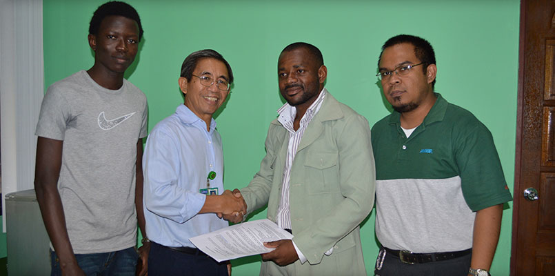 FOREIGN TIES. Nigerian student Oluwatobi Dada, College Director Dr. Jose Mainggang, Rev'd Royalson Obiukwu and Atty. Michael Nebrija strengthen global education linkages during the MOA signing of TUN, ESAS and Lorma Colleges.  Photo Courtesy Marketing Department